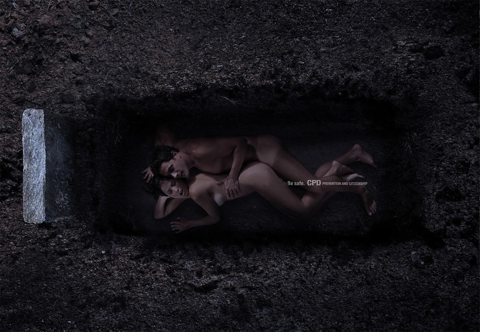 Секс на кладбище фото 5 фотография